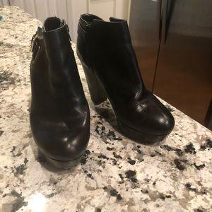 Gianni Bini platform Booties ankle boots 7